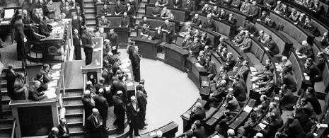 de-gaulle-assemblee-constituante-en-novembre-1945